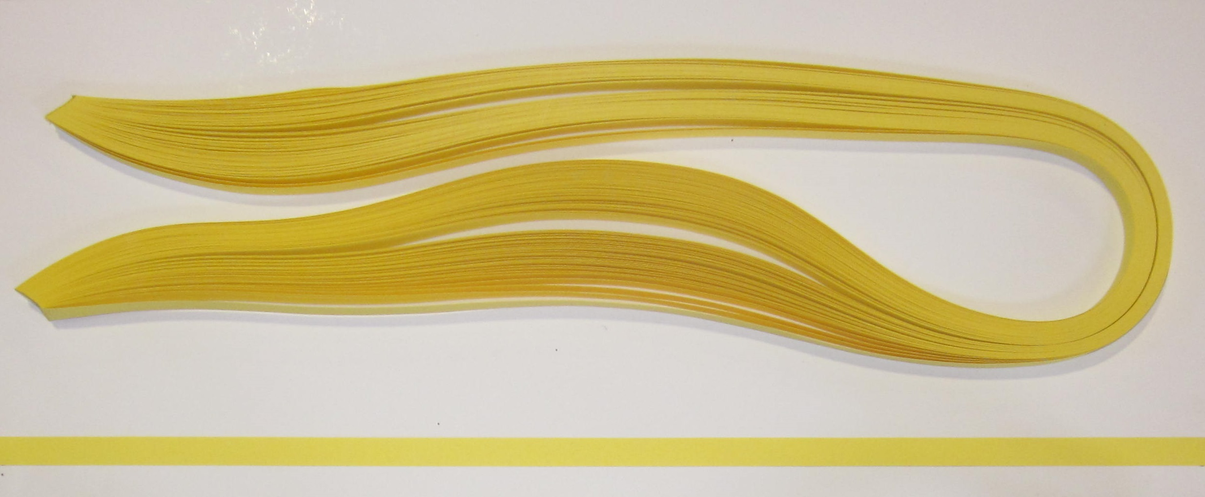 PAPEL QUILLING 315, 3MM. AMARILLO ORO